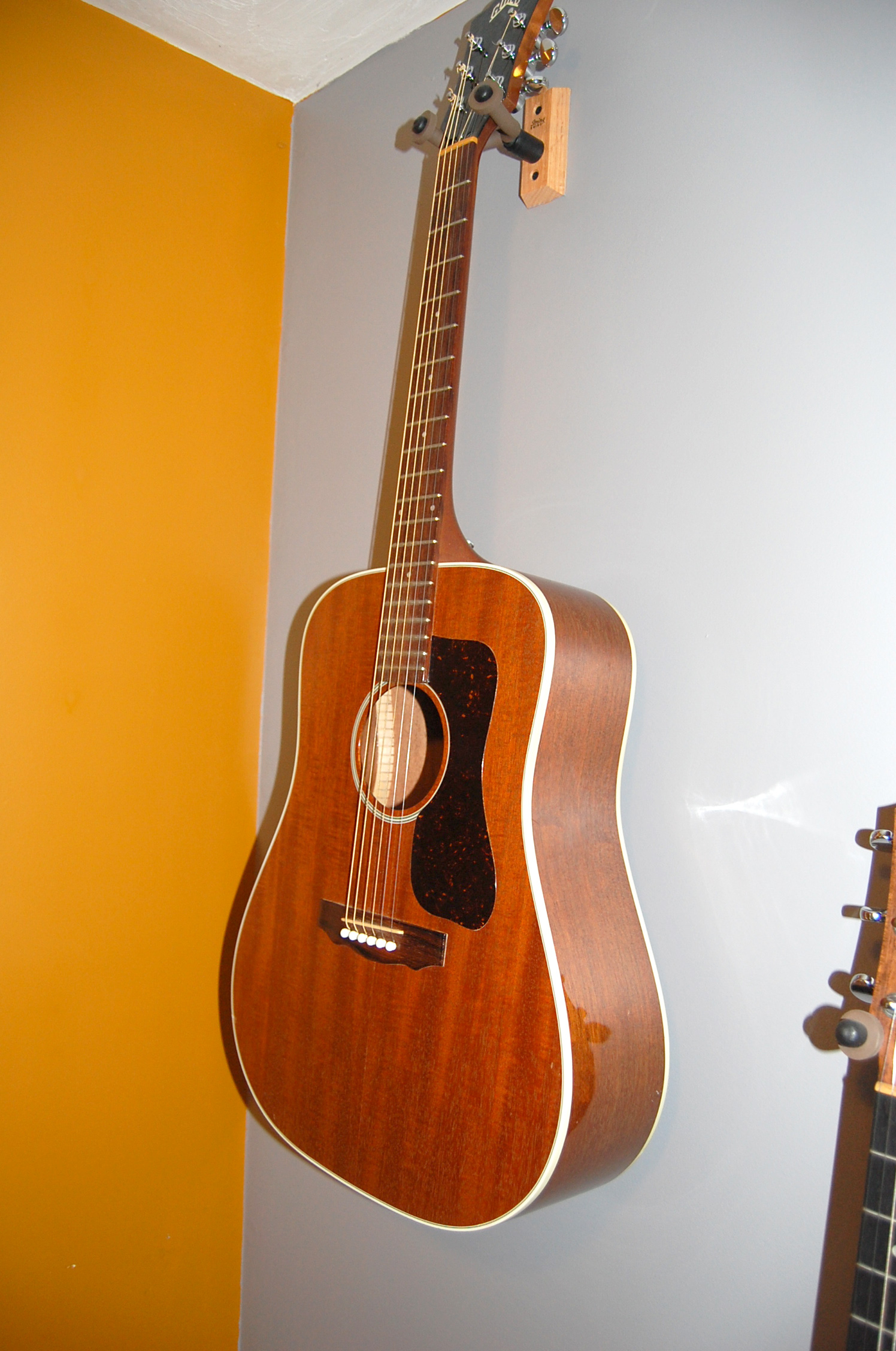 the acoustic guitar forum 1985 guild d 17m in 9 0 of 10 condition needs nothing mahogany. Black Bedroom Furniture Sets. Home Design Ideas